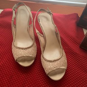 Nine West  cream/tan heels
